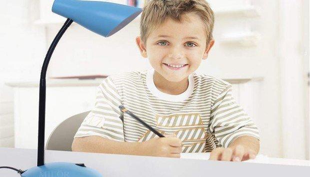 Chọn đèn led chống cận cho học sinh tiểu học