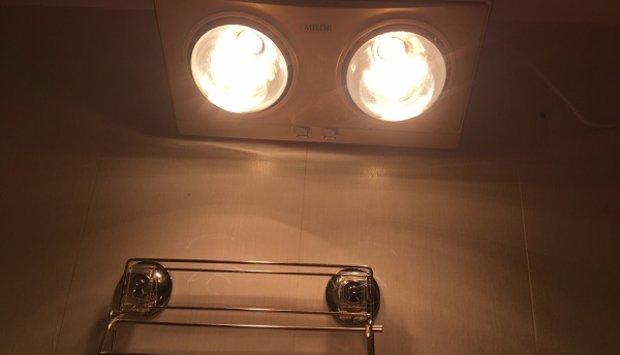 Đèn sưởi hồng ngoại treo tường phòng tắm ấm áp cho mùa đông