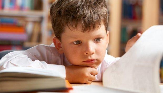 Lý do cha mẹ chọn sai đèn bàn học chống cận khiến con càng thêm cận
