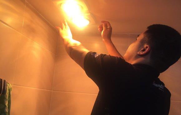 Lắp đặt đèn sưởi phòng tắm 1 bóng âm trần